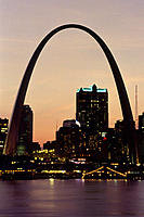 USA. missouri. St. Louis and giant arch.