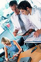 Geschäftsleute Geschäftsmann Geschäftsfrau Unterlagen Besprechung besprechen Meeting