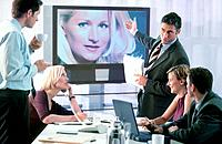 Geschäftsleute Geschäftsfrau Geschäftsmann MeetingBesprechung Konferenz Telekonferenz Konferenzsch