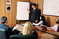 Geschäftsleute Geschäftsmann Geschäftsfrau Besprechung Konferenz Meeting Diagramm Flipchart Grafik