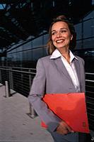 Geschäftsfrau Unterlagen Papiere Akte lachen
