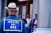 Man wears 'Justice not war' leaflet at antiwar protest few days after 9/11/01 attack. Connecticut. USA