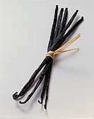 Several vanilla pods, tied together (1)