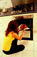10631317, baking, oven, eggs, food, eating, woman, gas range, pastry, cake, Gugelhopf, Gugelhupf, household, budget, cooking,