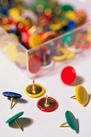 Colored drawing pins