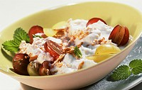 Fresh grain muesli with grapes and quark mousse