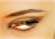Woman´s brown eye looking left, blurred close up
