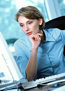 Businesswoman looking at computer (thumbnail)