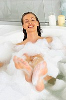 Woman in bath (thumbnail)