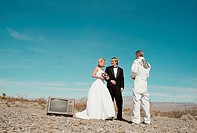 Couple getting married outdoors (thumbnail)