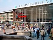 Geo. BRD, Nordrhein Westfalen, Köln, Gebäude, Hauptbahnhof, Aussenansicht,  bahnhof , Uhr , Bahnhofsuhr,