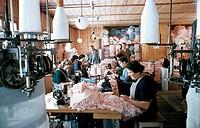 Industrie hist. - Textil, Näherei in Burgfelden,  Baden-Württemberg, 1950er Jahre    textilfabrik, Wirtschaft, Wirtschaftswunder, BRD, Deutschland, Nä...