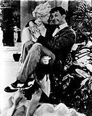 Film, ´Rhythmus im Blut´ (There`s no business like show business), USA 1954, Regie: Walter Lang, Szene mit Donald O`Connor, wird von antiker statue ge...