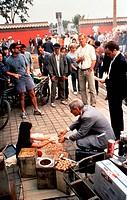 Film, ´Red Corner - Labyrinth ohne Ausweg´ USA 1997, Regie: Jon Avnet, Aufnahme mit Regisseur & Richard Gere während der Dreharbeiten, mit einem kind ...