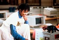 Film,´Jumpin` Jack Flash´, USA 1986, Regie Penny Marshall, Szene mit: Whoopi Goldberg   an computer arbeitsplatz büro, lächelnd,