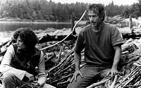 Film, ´Wenn der Nebel sich lichtet´ (Limbo), USA 1998, Regie: John Sayles, Szene mit: David Strathairn und Mary Elisabeth Mastrantonio am flußufer sit...