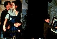 Film ´Die Asche meiner Mutter´ (Angela`s Ashes) Irland/USA 1999, Regie: Alan Parker, Szene mit Robert Carlyle, Emily  Watson, Joe Breen und NIP   nach...