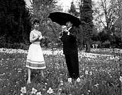 Film, ´Was eine Frau im Frühling träumt´ BRD 1959, Regie: Erik Ode, Szene mit: Claus Biederstaedt, Kurt Pratsch-Kaufmann  ganzfigur, in blumenwiese, w...