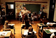 Film, ´The School of Rock´, USA / BRD 2003, Regie Richard Linklater, Szene mit Robert Tsai, Jack Black, Kevin Alexander Clark & Rebecca Brown, komödie...