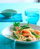 Spaghetti with shrimps and green asparagus