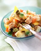 Bread salad with vegetables, tuna and capers