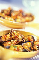 Mussels gratin with tomatoes and parmesan