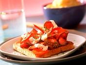 Toast with roast beef, peppers and horseradish
