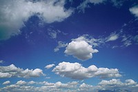 Cumulus clouds hanging in the sky (thumbnail)