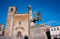 Church of San Mart&#237;n and statue of Francisco Pizarro. Plaza Mayor. Trujillo. C&#225;ceres province. Spain