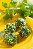 Fresh goat´s cheese balls with fresh herbs