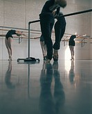 Übungen an der Stange