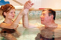 REHABILITATION, ELDERLY PERSON<BR>Photo essay.<BR>Therapy pool at Dinan, in the Britanny region of France.   The sensation of weightlessness is the la...