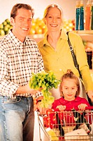 Family in grocery store (portrait)