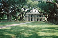 Oak Alley plantation house dating 19th century. La Vacherie. Mississippi river bank, Louisiana, USA