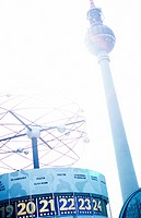 Fernsehturm und Weltzeituhr - Alexanderplatz - Berlin - Deutschland , Television Tower and Clock that shows Greenwich Mean Time - Alexanderplatz - Ber...
