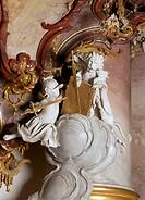Zwiefalten, Klosterkirche/ ´´Soldatenputte´´ an der Kanzel kämpft gegen als Löwe verkleidete Putte´´