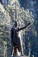Covadonga, Denkmal des Asturerführers Pelayo mit Triumphkreuz