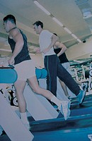 men run in the gym, tapis roulant