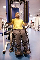 Disabled man using gym equipment (thumbnail)