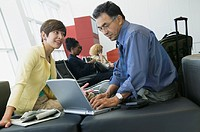 Businesspeople with laptop (thumbnail)
