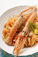 Spaghetti with scampi and tomato sauce (thumbnail)