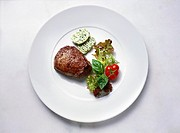 Fillet steak with herb butter and salad