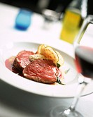 Fillet steak with beetroot sauce