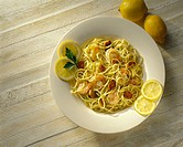 Spaghetti with shrimps, garlic and lemons