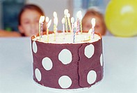 Children looking at birthday cake (thumbnail)