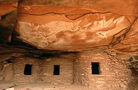 Road Canyon native American Anasazi cliff dwelling ruins, Cedar Mesa. San Juan County, Utah, USA