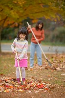 Mother and daughter raking leaves (thumbnail)