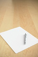 Blank notepaper and pen (thumbnail)