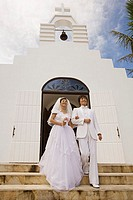 Newlyweds on church steps (thumbnail)