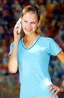 Young woman talking on a mobile phone (thumbnail)